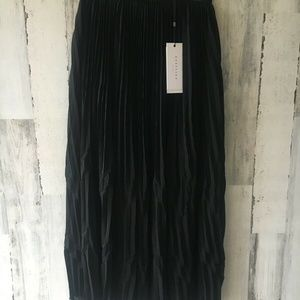 KEEPSAKE Follow The Sun Maxi Skirt Black Pleated